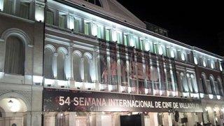 Fachada del Teatro Calderón. Dia de la inauguración.