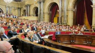 PSOE se abstiene y deja governar al PP.
