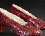 Foto de uno de los zapatos más famosos de la historia.