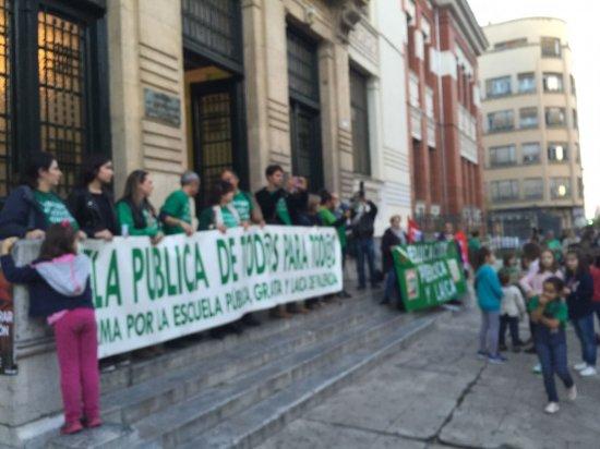 Concentración en Palencia en contra de la LOMCE