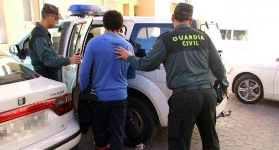 "Joven detenido en Santoña por ""esnifarse"" las cenizas de su abuela difunta"