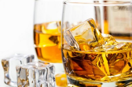 ¿A qué edad comienzan a beber alcohol los jóvenes?