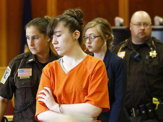 """La """"bloguera de terror"""" adolescente que mató a sus padres explica por qué lo hizo."""