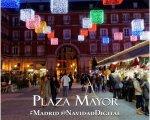 Plaza Mayor de Madrid iluminada con la decoración de navidad