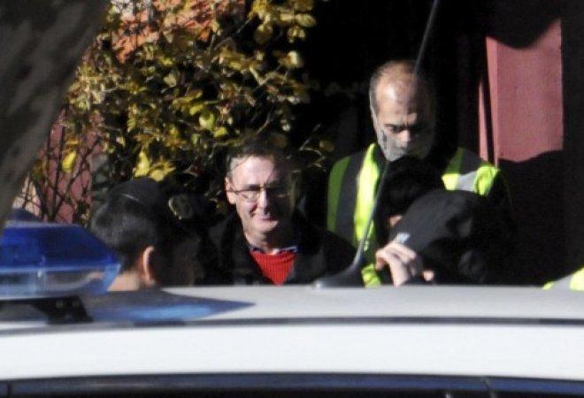 Daniel Fernández Aceña, el yihadista, entrando en el coche policial