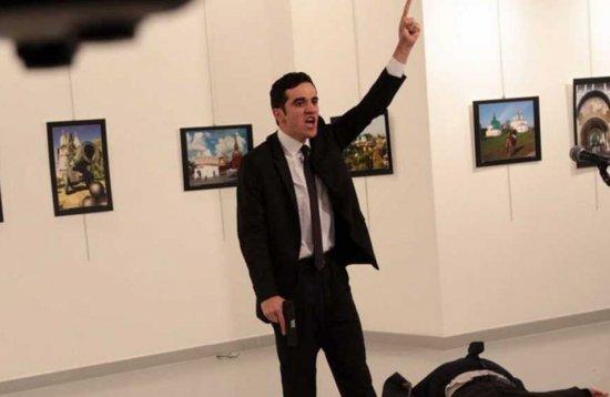 Tirotean al embajador de Rusia en Turquía